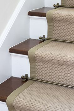 Stair runner DIY with Sisal carpets Direct – space for Tuesday – Carpet 2020 Sisal Carpet, Diy Carpet, Rugs On Carpet, Carpet Ideas, Carpets, Modern Carpet, Sisal Stair Runner, Stair Rugs, Stair Runners