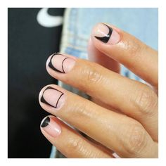 #유니스텔라공간네일 요기로보고 조기로봐도 예쁨 #매트 도 예쁘고 #화이트 도 예쁨 ! 그치만 #블랙 은 막예쁨 !! #wed_uninail #라인네일 #blacknails #spacenails #유니스텔라 #unisedit_Hong