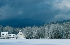 A farmhouse in White Mountains Nat'l Forest in New Hampshire ~ (© Kim Grant/Getty Images)