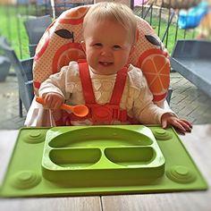 Tots R Us - The EasyMat - Easymat niños de succión de silicona plate y mantel dividido en uno con cuchara.Mejor sin complicaciones del niño y del bebé feliz de la cara conjunto de alimentación.Placa de succión del bebé tazón seccional perfecto de baby led edad de destete 6 meses + por tots r us