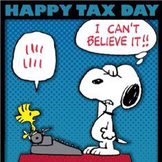 NY en Abril: Tax Day.  El 15 de Abril es la fecha límite para pagar al tío Sam.  En New York es una razón mas para disfrazarse y armar jaleo. Juerguista y manifestantes se reunen en la escalinata de la oficina principal de corres, abierta 24 horas, entra la gente que ha dejado sus envíos para el último momento, es una muestra peculiar y festiva de la libertad de expresión.