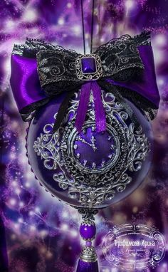 Purple clock, I'd like one of these! Purple Christmas Decorations, New Years Decorations, Christmas Colors, Christmas Themes, Holiday Decor, Purple Love, All Things Purple, Shades Of Purple, Pink Purple