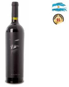Os premiados vinhos Tikal são elaborados em pequenas quantidades pelo talentoso Ernesto Catena, filho de Nicolás Catena, que segue um caminho muito próprio e criativo com seus inovadores e estilosos tintos. Os poderosos Patriota, Amorío e Júbilo são todos ricos, fantásticos e com um toque achocolatado, merecendo altas notas e grandes elogios da Wine Spectator Sobre oAlma Negra Tinto 2013 750ml- Conteúdo: 750ml- Tipo: Tinto- Serviço: 16°C - 18°CElaboração- Castas:Corte secreto (Mistery I)…