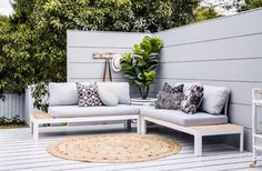 Three Birds Hot Tip 🔥 101 uses of wall cladding - #12 Build a privacy screen on your deck to create an outdoor room 👍 and hide your neighbours 🏡 @scyonwalls | cushions @gracegarrettdesign | pic by @hannahblackmore