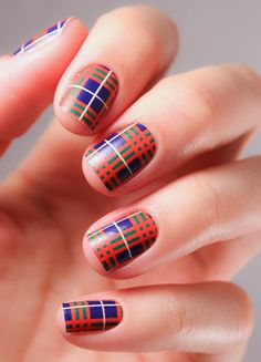 Everyone's gone mad for plaid this winter and our nails are no exception! All tartan everything is this season's must-have! Mode Tartan, Tartan Plaid, Burberry Plaid, Blue Plaid, Burberry Print, Argyle Nails, Plaid Nails, Checkered Nails, Do It Yourself Nails