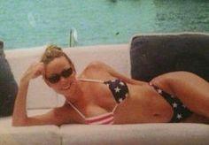 8-Oct-2013 17:08 - MARIAH CARREY TWITTERT TETTEN. Mariah Carey mag dan alweer de 43 jaartjes aantikken, maar de zangeres ziet er nog altijd piekfijn uit. Groot was dan ook de vreugde op onze redactie toen Carey op wel heel bijzondere wijze haar echtgenoot Nick Cannon via Twitter een gelukkige verjaardag wenste.