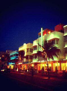 #SouthBeach, el rincón de #Miami donde el diseño #ArtDeco domina la estética de cada uno de los edificios.