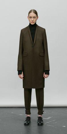 Dark khaki coat | HYKE Minimal Fashion, Timeless Fashion, Love Fashion, Ladies Fashion, Minimal Chic, Stylish Winter Coats, Khaki Coat, Unisex Clothes, Fashion Capsule