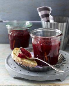 Unser beliebtes Rezept für Johannisbeerkonfitüre mit Vanille und Zimt und mehr als 55.000 weitere kostenlose Rezepte auf LECKER.de.