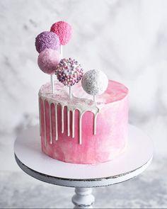 С добрым утром, мои любимые! Спасибо, что вы со мной🙏❤️😍 Мой очередной торт с кейк-попсами🍭 ______________________ cake pops cake cake desserts desserts dulces en vaso faciles gourmet navidad Birthday Desserts, Birthday Cake Decorating, Birthday Cupcakes, Pink Birthday, Baby Girl Birthday Cake, Decorating Cakes, Birthday Ideas, Pretty Cakes, Cute Cakes