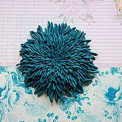 Брошь Хризантема темно - голубая из кожи