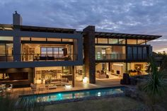House Duk Meyersdal was designed by Nico van der Meulen Architects.