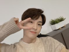 """ً on Twitter: """"[210415] WINWIN so nice seeing you after a long time (t/n referring to video call)… """" Happy To Meet You, Good To See You, Nct 127, Johnny Lee, Nct Winwin, Ten Chittaphon, Poses For Men, Infj, Taeyong"""