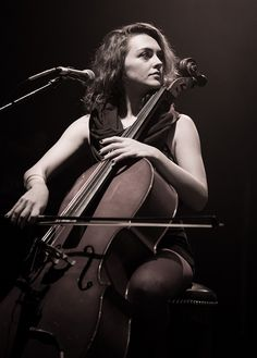 Neyla Pekarek -The Lumineers koko 12th November by Beanotown Photography, via Flickr