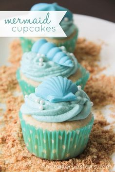 The Baker Upstairs made these lovely Mermaids and Pirates Cupcakes. Cute cupcakes as these one will be hit at every kids party. Mermaids cupcakes for little Little Mermaid Birthday, Little Mermaid Parties, The Little Mermaid, Little Mermaid Cupcakes, Cupcakes Design, Cute Cupcakes, Beach Cupcakes, Seashell Cupcakes, Party Cupcakes