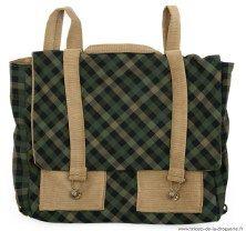 Le sac mesure 30x33cm, idéal pour les cahiers d'école !