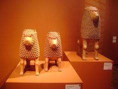 """""""Leones 2008 """"Echo por Marcos Borges Da silva  """"Marcos de Nuca""""  esta hecha de Barro moldeado, alisado con pastillaje. Estas esculturas son de  brasil."""