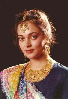 Mandakini Hot Actresses, Indian Actresses, Indian Goddess, Indian People, Vintage Bollywood, Bollywood Stars, Beautiful Indian Actress, India Beauty, Indian Sarees