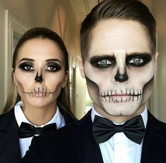 Looking for for ideas for your Halloween make-up? Check out the post right here for creepy Halloween makeup looks. Makeup Clown, Creepy Halloween Makeup, Cute Couple Halloween Costumes, Halloween Makeup Looks, Costume Makeup, Halloween 2020, Couple Costumes, Halloween Halloween, Voodoo Makeup