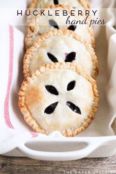 hand pies Huckleberry hand pies - these delicious little pies are bursting with fresh huckleberries and super easy to make! Huckleberry hand pies - these delicious little pies are bursting with fresh huckleberries and super easy to make! Huckleberry Desserts, Huckleberry Pie, Just Desserts, Delicious Desserts, Dessert Recipes, Yummy Food, Mini Desserts, Holiday Desserts, Food Cakes