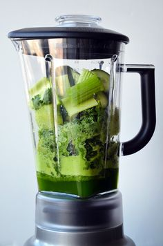 1 1/2 cups water 2 cups kale 2 green apples, cored 1/2 cup parsley leaves 1 medium cucumber, quartered 2 celery stalks, roughly chopped 1 (1-inch) piece of ginger, peeled 2 Tablespoons lemon juice