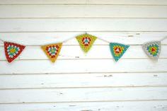 Ganchillo Garland triángulo Crochet empavesado por KnotaGeek