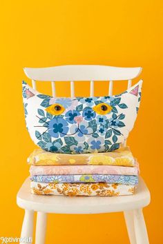 Sewing Cushions Sewing project: vintage cat cushion tutorial in Mollie Makes 39 Vintage Sheets, Vintage Fabrics, Cat Crafts, Home Crafts, Fabric Crafts, Sewing Crafts, Craft Projects, Sewing Projects, Cushion Tutorial