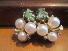 "Lisner Signed Vintage Jade and Pearl Clip Earrings Gold Tone Metal 1"" Long #Lisner #Cluster"