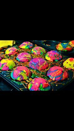 Tye dye cupcakes! Cool idea!
