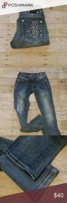 """Miss Me Fleur-de-lis Skinny Bling Jeans! Miss Me Fleur-de-lis Skinny Bling Jeans! Size 26, inseam 32"""". EUC. Miss Me Jeans Skinny"""