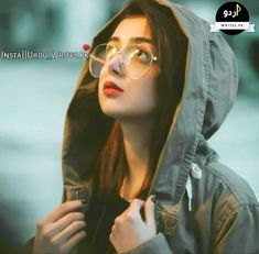Glasses and hoodie - ChicLadies. Stylish Photo Pose, Stylish Girls Photos, Stylish Girl Pic, Portrait Photography Poses, Couple Photography Poses, Girl Photography Poses, Cute Girl Pic, Cute Girl Poses, Girl Photo Poses