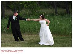 Impromptu golf course dance, golf course wedding, http://www.brookesummer.com Brooke Summer Photography