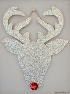 If you want to see examples, you should check these 30 Amazing DIY Christmas Wall Decor Ideas. Here's a collection of the best DIY Christmas wall decor ideas to Christmas Makes, Noel Christmas, Christmas Ornaments, Rudolph Christmas, Christmas Gift Bags, Beautiful Christmas, Diy Natal, Diy Wanddekorationen, Christmas Wall Art