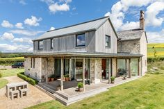 Old cottage extension covered outdoor space Grand Designs Magazine, Extension Designs, Extension Ideas, Extension Google, Rear Extension, Glass Extension, Laurel House, Cottage House Designs, Cottage Extension