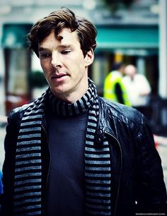 Benedict Cumberbatch - ooh that scarf looks amazing on him!