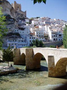 El llamado Puente Romano en Alcalá, sobre el Río Júcar