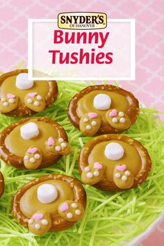 Pretzel Bunny Tushies by Snyder's of Hanover Everyone loves a chocolate covered pretzel recipe! Delight your Easter guests with these Bunny Tushies using Snyder's of Hanover Pretzel Rings. Easter Snacks, Easter Appetizers, Easter Candy, Hoppy Easter, Easter Brunch, Easter Treats, Easter Recipes, Easter Food, Easter Eggs