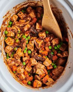 Mapo tofu in slow cooker with wooden spoon on side. Best Slow Cooker, Slow Cooker Recipes, Vegetarian Slow Cooker, Crockpot Recipes, Vegetarian Dinners, Oven Recipes, Healthy Dinners, Quick Meals, Vegetarian Recipes