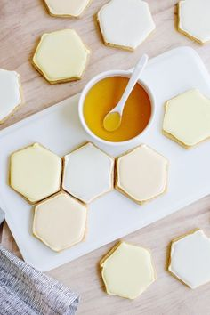 Tiny Home Interior honeycomb sugar cookies.Tiny Home Interior honeycomb sugar cookies Yummy Treats, Sweet Treats, Yummy Food, Tasty, Delicious Blog, Cookies Et Biscuits, Sugar Cookies, Bee Cookies, Honey Cookies