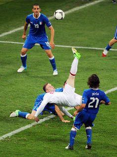 Bicycle zoneEngland's Wayne Rooney (C) shoots at goal past Italian defenders.