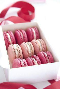 Combinação perfeita: macaroons + rosa + gostosuras! #muitotudo
