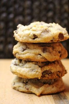 I turned to my baking guru for inspiration on this cold, dark and rainy day. I made Anna Olson's Classic Chocolate Chip Cookies as a special treat for when Reg comes home from … Best Chocolate Chip Cookie, Homemade Chocolate, Chocolate Cookies, Baking Chocolate, Chocolate Chocolate, Chocolate Pudding, Cookies Receta, Yummy Cookies, Baking Recipes