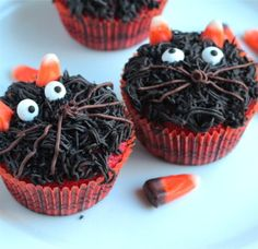 Halloween Cupcakes - Bloody Mummies and Twisted Whiskers Kitties