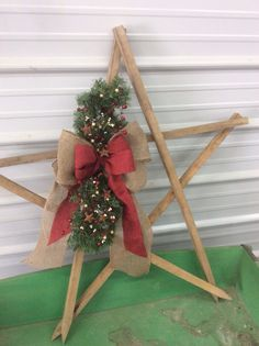 For Kenzie's benefit tobacco stick star Christmas Wood Crafts, Primitive Christmas, Rustic Christmas, Simple Christmas, Christmas Projects, All Things Christmas, Holiday Crafts, Christmas Decorations, Christmas Ornaments