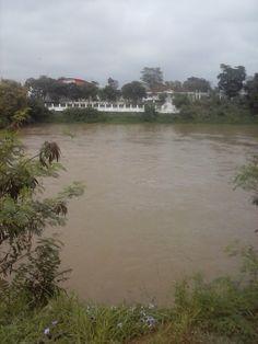 Margens do Rio Paraiba, cortando o centro da Cidade de Jacarei