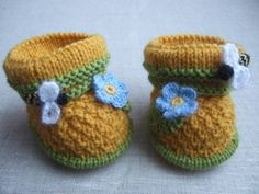 """Hand knitted baby booties """"bees"""""""