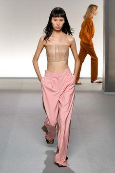 Givenchy Spring 2020 Ready-to-Wear Fashion Show - Vogue Fashion Week, Fashion 2020, Paris Fashion, Runway Fashion, Fashion Trends, Moda Paris, Belle Silhouette, Bouchra Jarrar, Givenchy Paris