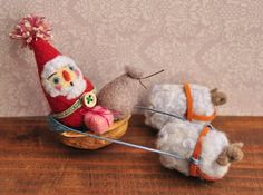 Walnut Shell Crafts, Cute Creatures, Needle Felting, Gnomes, Sheep, Dolls, Christmas Ornaments, Holiday Decor, Mini