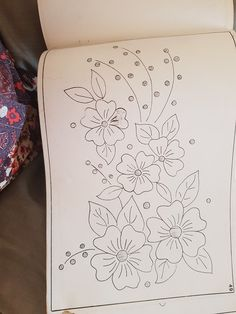 Hand Embroidery Design Patterns, Embroidery Flowers Pattern, Hand Embroidery Stitches, Embroidery Art, Machine Embroidery, Flower Pattern Drawing, Fabric Painting, Hand Embroidery Patterns, Embroidery Stitches