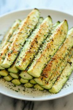 You can never have enough zucchini recipes Baked Parmesan Zucchini - Crisp, tender zucchini sticks oven-roasted to perfection. It's healthy, nutritious and completely addictive! Low Carb Recipes, Vegetarian Recipes, Cooking Recipes, Healthy Recipes, Kids Healthy Lunches, Healthy Lunch Ideas, Low Cholesterol Recipes Dinner, Healthy Filling Meals, Cooking Tips